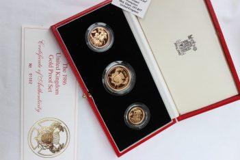 A United Kingdom 1986 Gold proof collection, including a gold Two Pounds coin, Sovereign and half sovereign, No.01002, cased. Sold for £880 at Anthemion Auctions