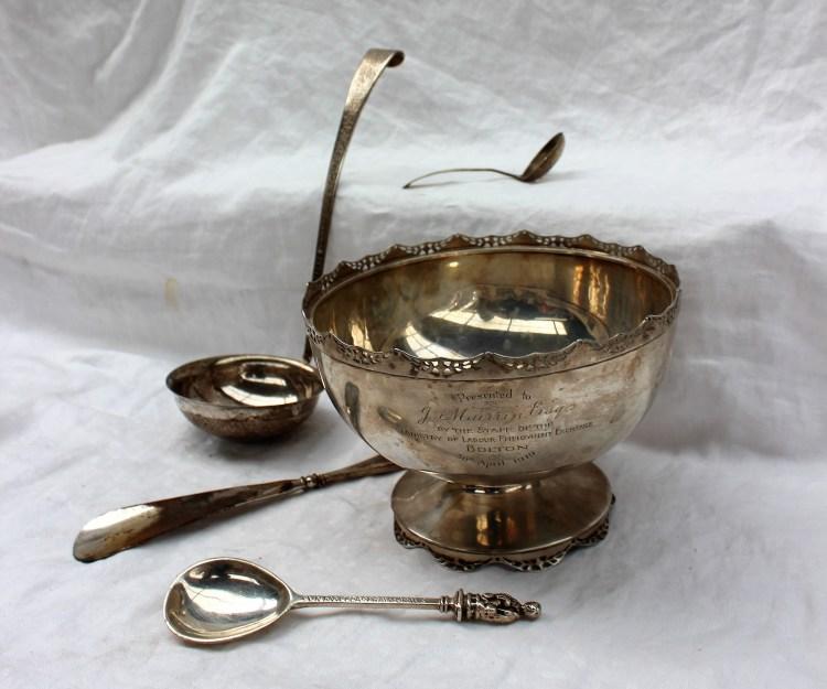 A George V silver pedestal bowl – Lot 321