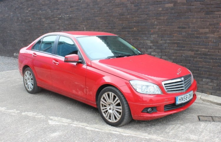 Sold for £1,500. A Mercedes C180 SE Kompressor in red, 1796cc, 4 door saloon, first registered 30-12-2008, 2 keys Mot until 30 December 2018, no V5 estimated mileage approximately 52000