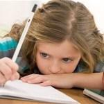 Ανασταλτική για τις επιδόσεις τους η πολλή μελέτη στο σπίτι για τους μαθητές