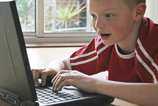 kid_on_computer1