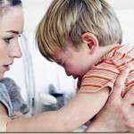 Γιατί τα παιδιά συμπεριφέρονται χειρότερα όταν είναι η μαμά τους μπροστά;