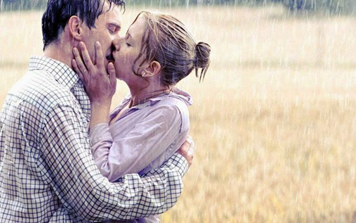 Romantic-love-couple-kiss-in-Rain-image