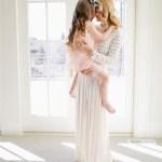 Ένα τηλεφώνημα μιας μαμάς προς το παιδί της ανακουφίζει όσο η αγκαλιά της