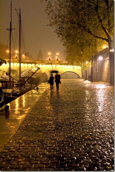 couple-romantic-rain