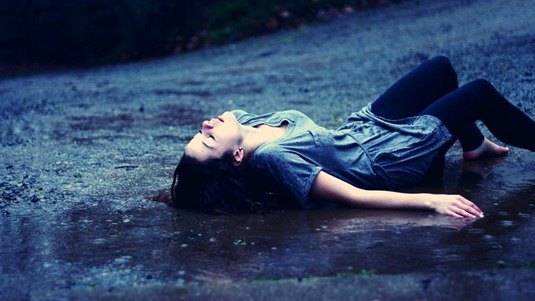 young-girl-lying-in-the-rain-1080P-wallpaper-middle-size
