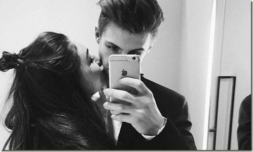 couple-social-media