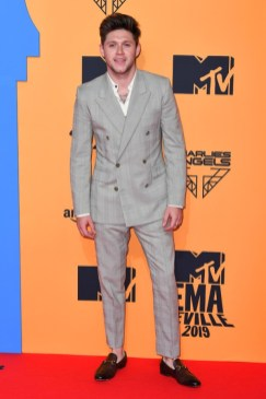 mtv-emas-red-carpet-post