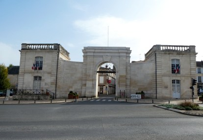 Porte Chalon from road photo