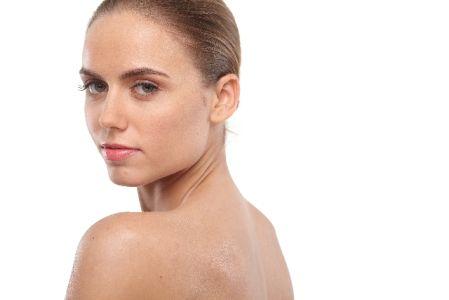 背中ニキビ対策できれいな背中になった女性の写真