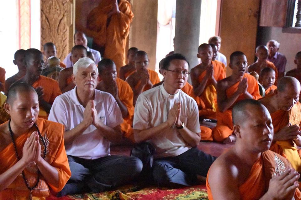 Generale Sosa, problemi col I comandamento? La preghiera buddista e il vizietto del sincretismo