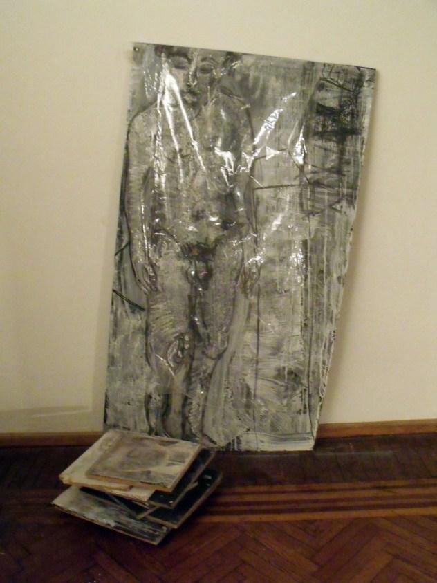 22a_AUTORRETRATO DESNUDO EN MUSEO BLANES CUBIERTO CON NAILON