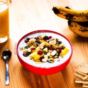 Porridge de chia aux fruits exotiques