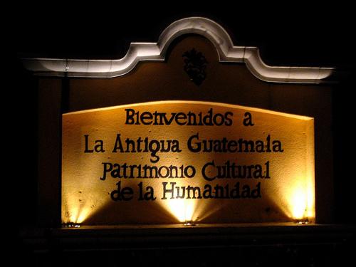 Bienvenidos a La Antigua Guatemala Sign
