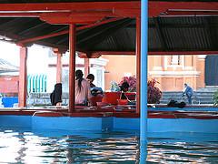 Abundant free water at the public washbasins
