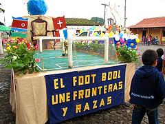 El Foot Bool Une Fronteras y Razas - Abercrombie