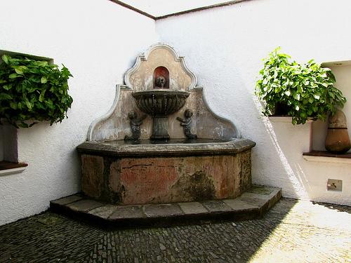 Corner Búcaro Fountain by Rudy Girón