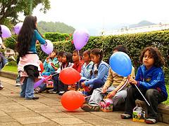 Niños celebrando el Día del niño by Rudy Girón