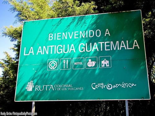 Bienvenido a La Antigua Guatemala by Rudy Girón
