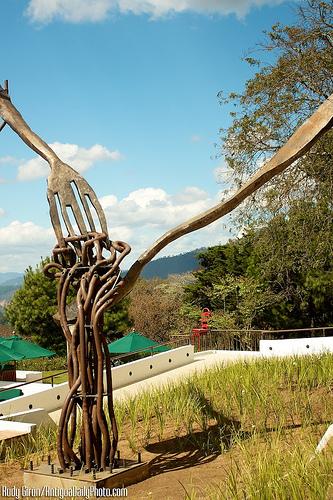 El Tenedor Logo Sculpture by Rudy Girón