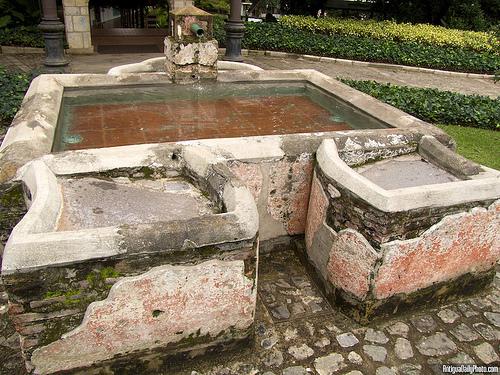 Pila y lavadero colonial en Santo Domingo del Cerro by Rudy A. Girón