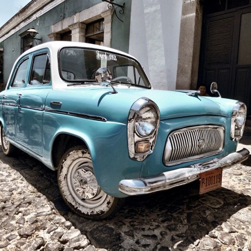 Classic Ford 1953 seen in Antigua Guatemala by Rudy Girón