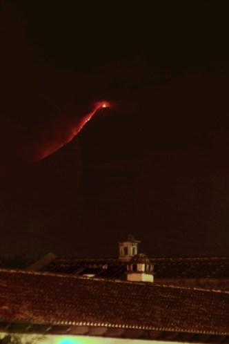 Fuego's Pyromaniac Show by Rudy Girón
