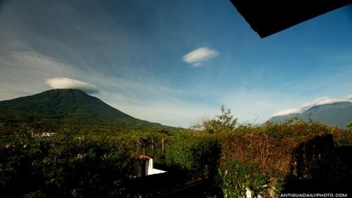 Vista panorámica de los volcanes Agua, Fuego y Acatenango by Rudy Giron