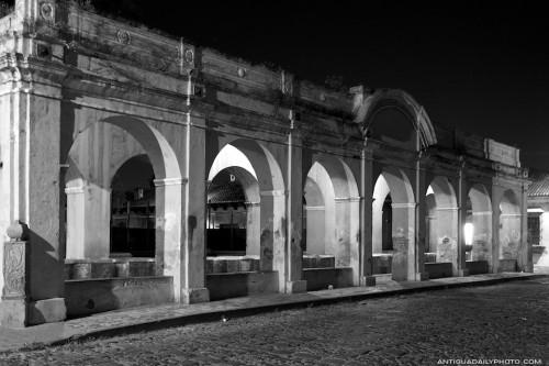 Arches of Tanque de la Unión at night by Rudy Giron - www.rudygiron.com