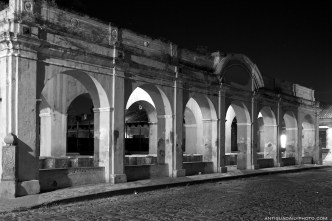 Arches of Tanque de la Unión at night by Rudy Giron - www.rudygiron.com