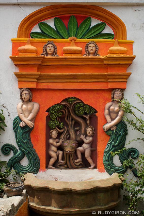 Rudy Giron: Mermaids &emdash; Sirena del búcaro Casa González