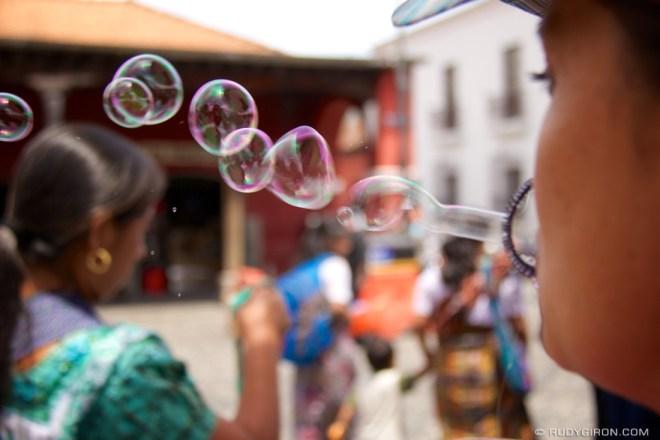Rudy Giron: Antigua Guatemala &emdash; Burbujas de Amor