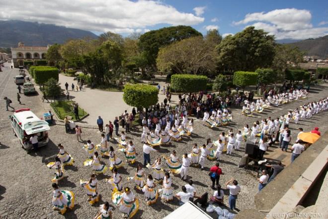 Rudy Giron: Antigua Guatemala &emdash; Celebración del Día del medio ambiente en Antigua Guatemala