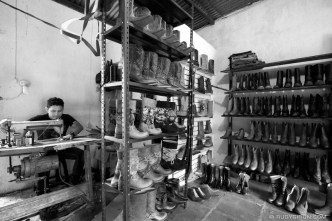 The Bootmaker from Pastores, Guatemala © Rudy Giron