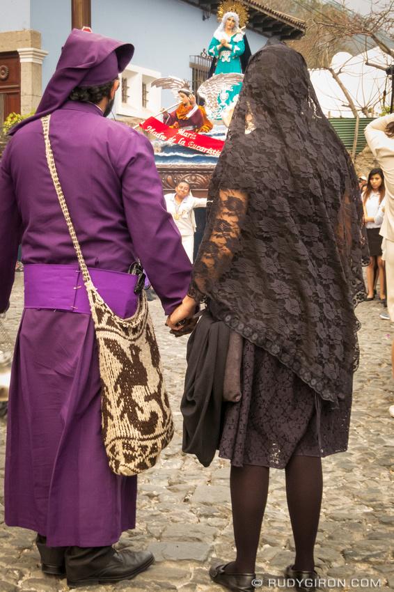 Rudy Giron: Antigua Guatemala &emdash; Lenten Vistas — Devoted Couples