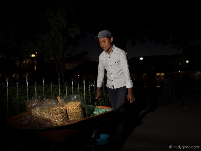Strobist Photo Workshops in Antigua Guatemala with Rudy Giron