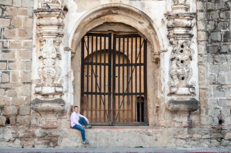 Street Photo Shoots at the most iconic locations of Antigua Guatemala with photographer Rudy Giron