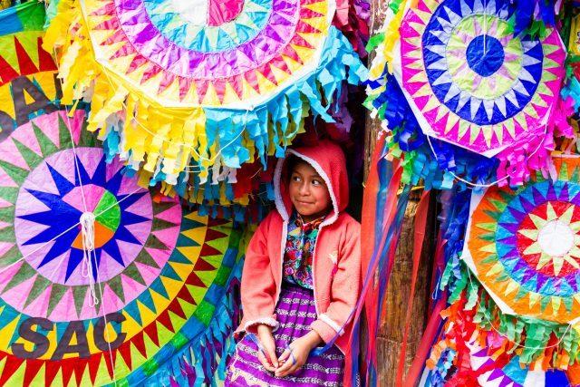 mayan-girl-among-kites-640x427-2990282