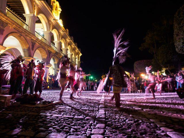 pre-hispanic-dances-at-parque-central-antigua-guatemala-640x480-1667198