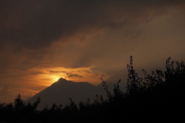 sunset-and-fuego-volcano-640x427-6399638