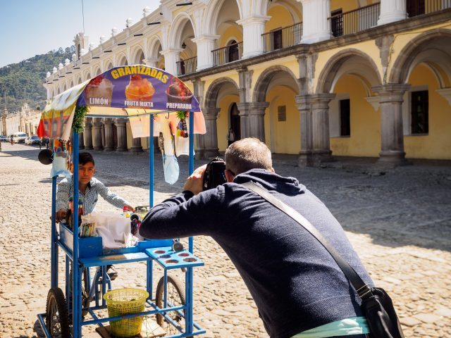 street-photography-workshops-in-antigua-guatemala-with-rudy-giron-640x480-3043616