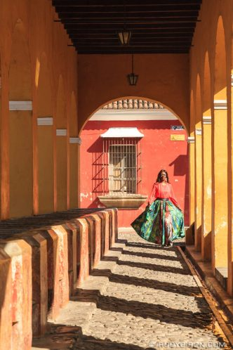 ANTIGUA PHOTO SHOOTS: Colorful Portraits in Antigua Guatemala