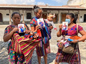 PHOTO STOCK: Maya women receiving free portrait prints