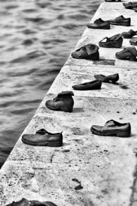 about-shoes-on-the-danube10_274_411