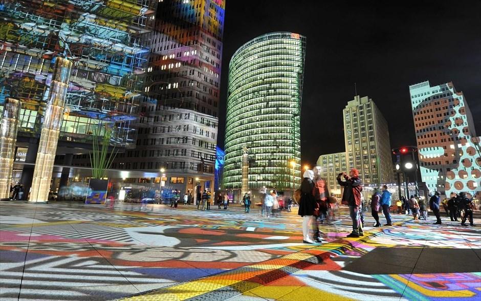 Η πλατεία του Βερολίνου «Ποτσντάμερ Πλατς», κατά τη διάρκεια του «Φεστιβάλ του Φωτός».