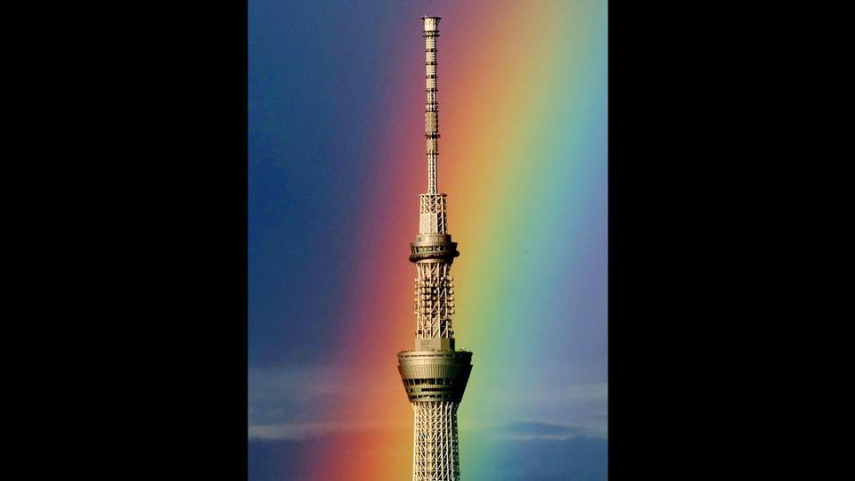 Ουράνιο τόξο διακρίνεται πίσω από το ψηλότερο ραδιοφωνικό σταθμό στον κόσμο, το Tokyo Skytree.