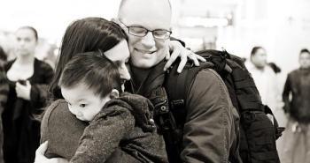 υιοθετημένο παιδί με νέους γονείς