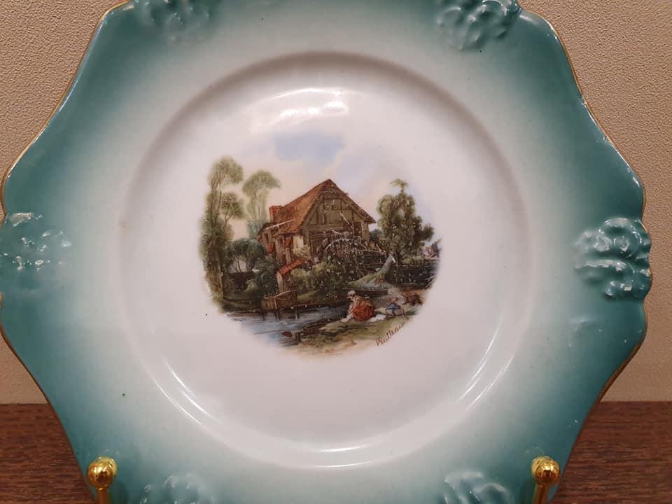 Великий француз на тарелке Дулево