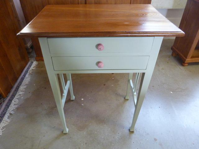 Tischchen mit Kreidefarbe