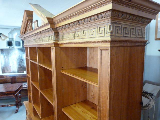 große Bibliothek aus England